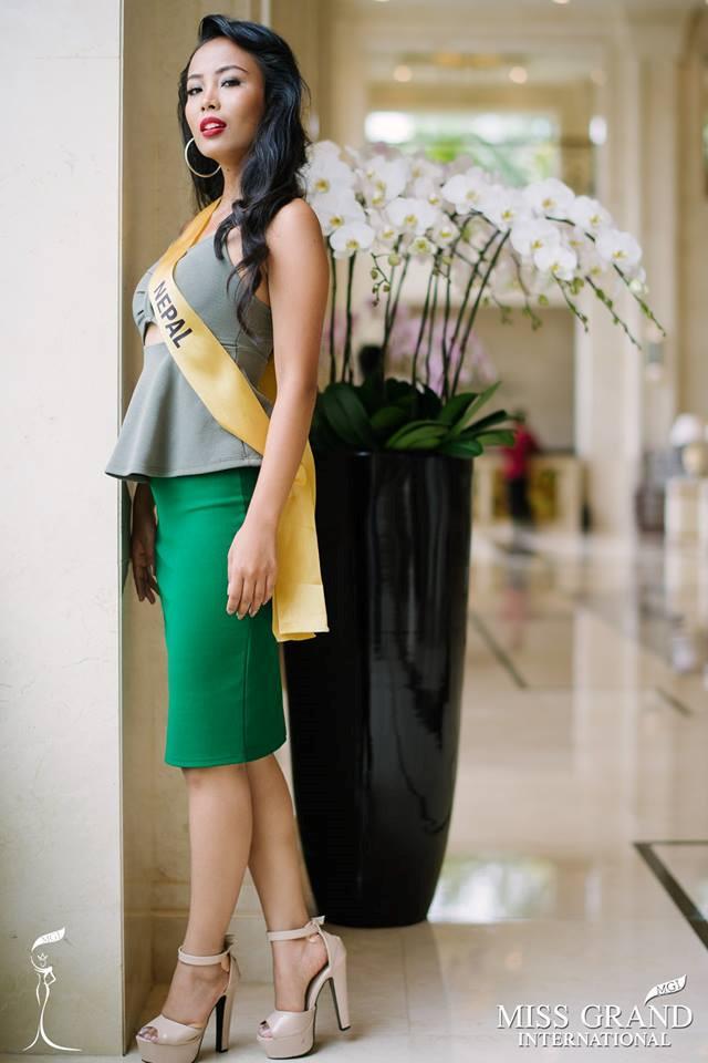 Những bộ trang phục kém xinh của dàn thí sinh tại Hoa hậu Hòa bình-3