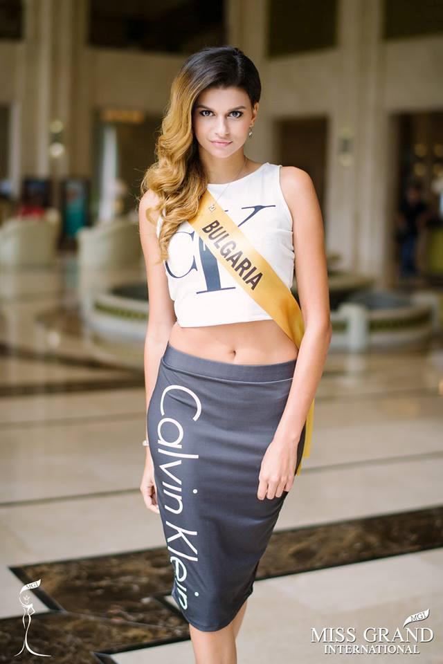 Những bộ trang phục kém xinh của dàn thí sinh tại Hoa hậu Hòa bình-4