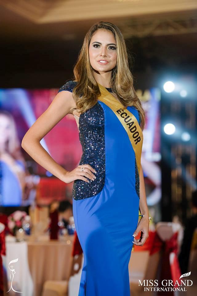 Những bộ trang phục kém xinh của dàn thí sinh tại Hoa hậu Hòa bình-8