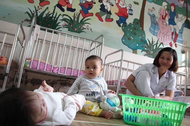 Bé trai bị mẹ bỏ rơi ở nhà nghỉ được nữ công an cho bú: Cháu vẫn còn nhớ sữa mẹ lắm-2