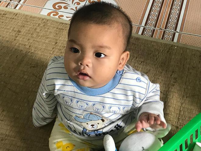 Bé trai bị mẹ bỏ rơi ở nhà nghỉ được nữ công an cho bú: Cháu vẫn còn nhớ sữa mẹ lắm-4