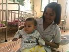Bé trai bị mẹ bỏ rơi ở nhà nghỉ được nữ công an cho bú: 'Cháu vẫn còn nhớ sữa mẹ lắm'