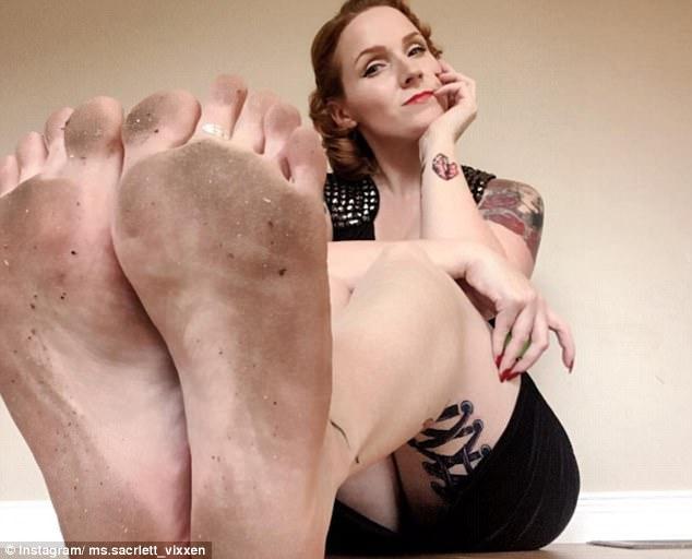 Chụp mỗi bàn chân to lù lù lên Instagram, cô nàng kiếm ngay 1,7 tỷ đồng/năm và có 10,000 follower-2