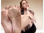 Chụp mỗi bàn chân to lù lù lên Instagram, cô nàng kiếm ngay 1,7 tỷ đồng/năm và có 10,000 follower