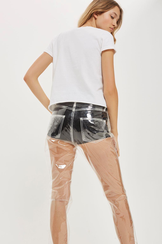Xuất hiện chiếc quần jeans rách phản cảm trên sàn diễn thời trang-2