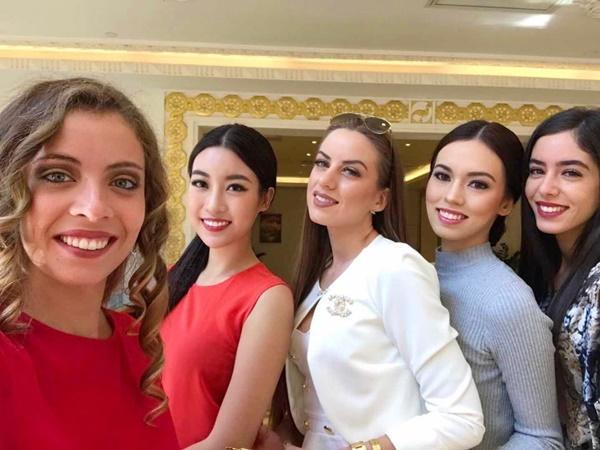 Hoa hậu Đỗ Mỹ Linh đẹp rạng rỡ bên các thí sinh Miss World 2017-5