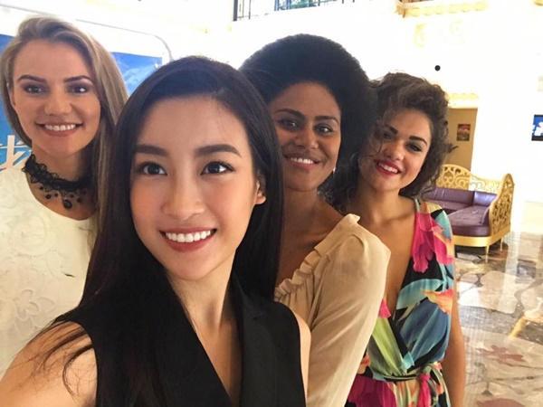 Hoa hậu Đỗ Mỹ Linh đẹp rạng rỡ bên các thí sinh Miss World 2017-6