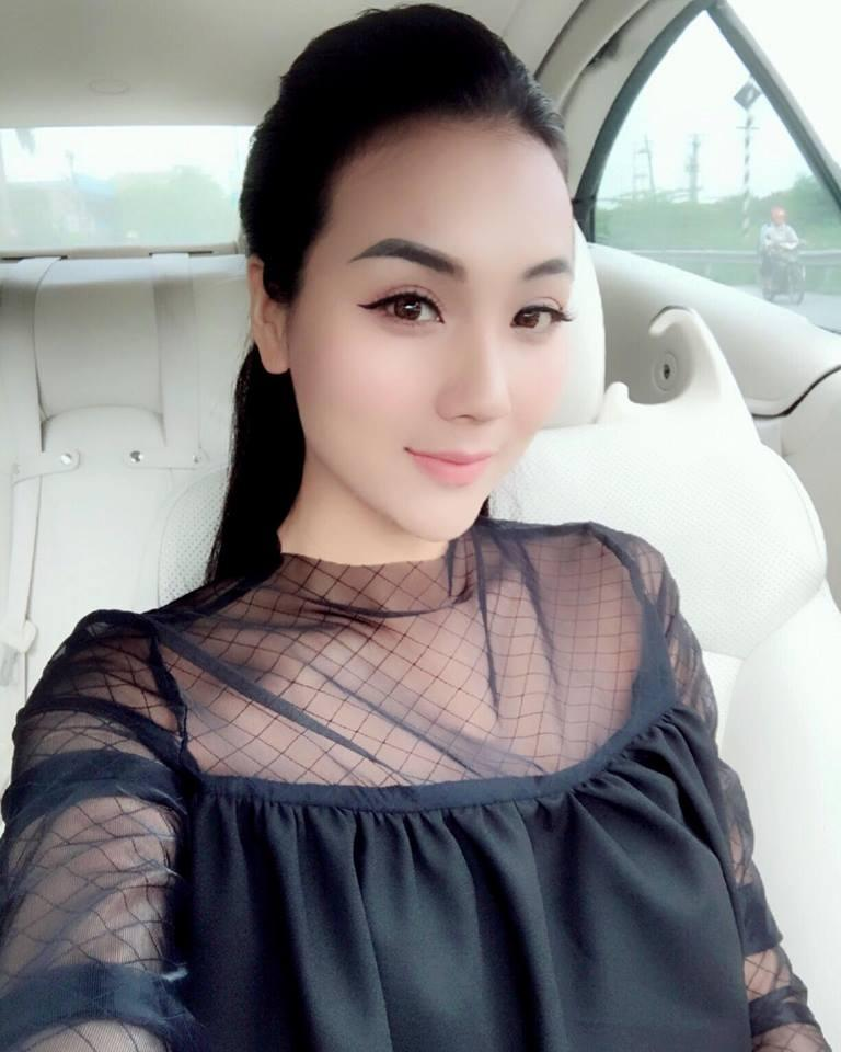 Hot girl - hot boy Việt 22/10: Hot girl Trang Cherry khoe ảnh giường chiếu-7