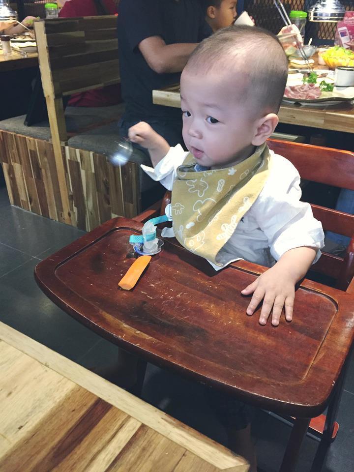 Tin sao Việt 22/10: Trời đang mưa, Ngọc Trinh bất ngờ lên sân thượng để làm điều tuyệt vời-9