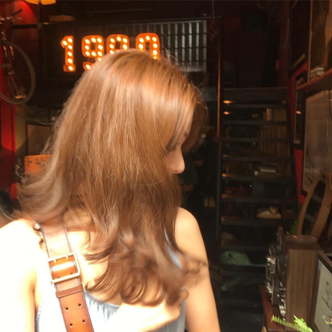 Tin sao Việt 22/10: Trời đang mưa, Ngọc Trinh bất ngờ lên sân thượng để làm điều tuyệt vời-10
