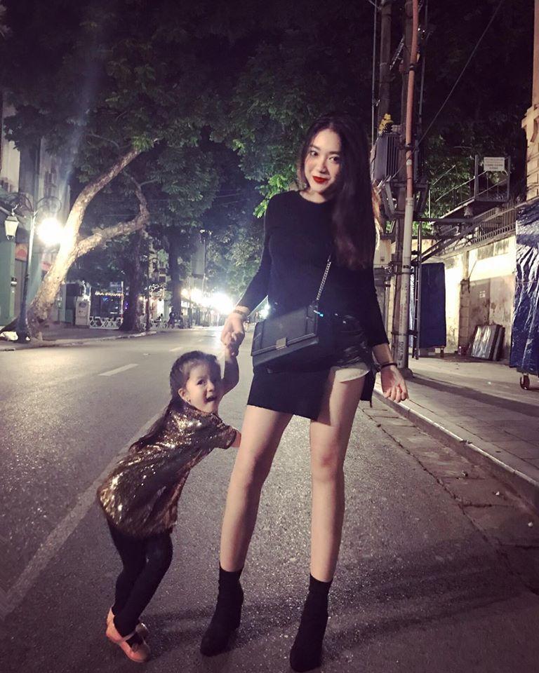 Hot girl - hot boy Việt 23/10: Thánh nữ bolero Jang Mi đốn tim fan khi vừa đàn vừa hát hit của Mỹ Tâm-4
