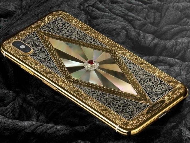 iPhone X mạ vàng khảm xà cừ giá trăm triệu, thú chơi của giới siêu giàu