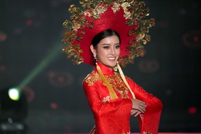 Hội chị em bạn dì của Huyền My có khả năng dắt tay nhau vào top 5 Miss Grand 2017-13