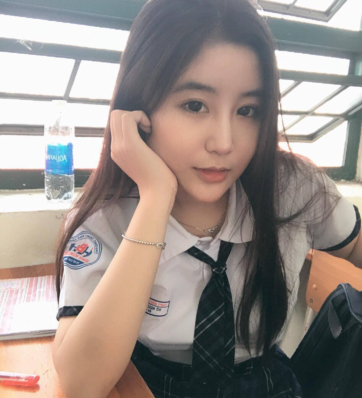 Nữ sinh 10X Sài Thành bị săm soi vì sở hữu vòng 1 đẫy đà-2