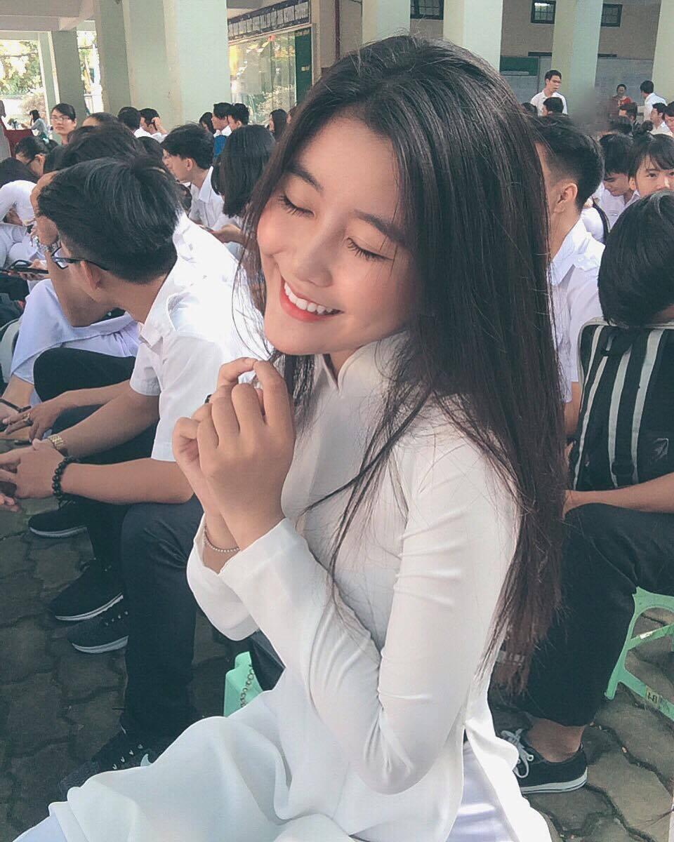 Nữ sinh 10X Sài Thành bị săm soi vì sở hữu vòng 1 đẫy đà-4