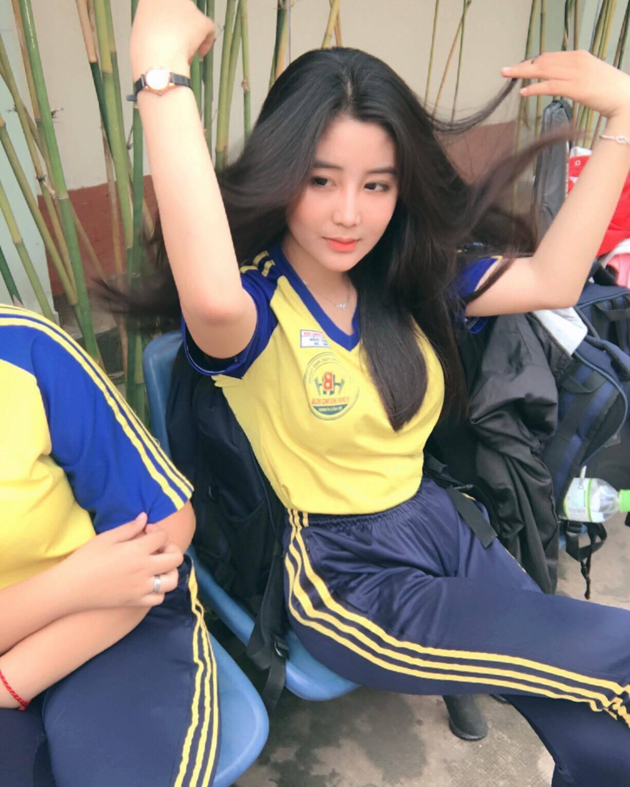 Nữ sinh 10X Sài Thành bị săm soi vì sở hữu vòng 1 đẫy đà-5