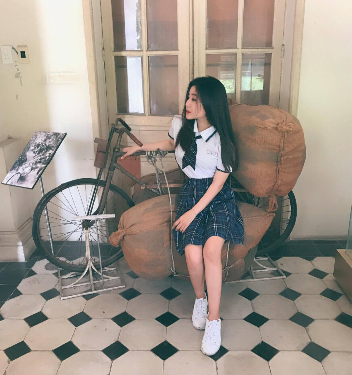 Nữ sinh 10X Sài Thành bị săm soi vì sở hữu vòng 1 đẫy đà-6