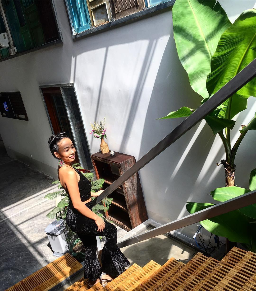 Tin sao Việt 23/10: Chết cười khi nghe Trấn Thành hướng dẫn Lê Giang đọc tiếng Anh-8
