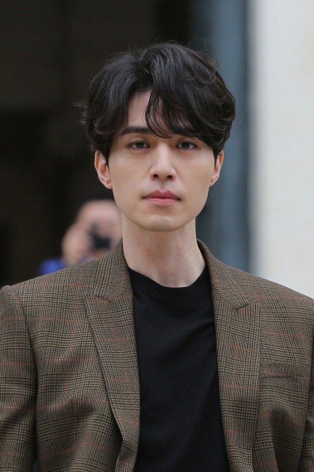 Sao Hàn 23/10: Lee Dong Wook bị quấy rối tình dục vì chiếc quần nhạy cảm-2