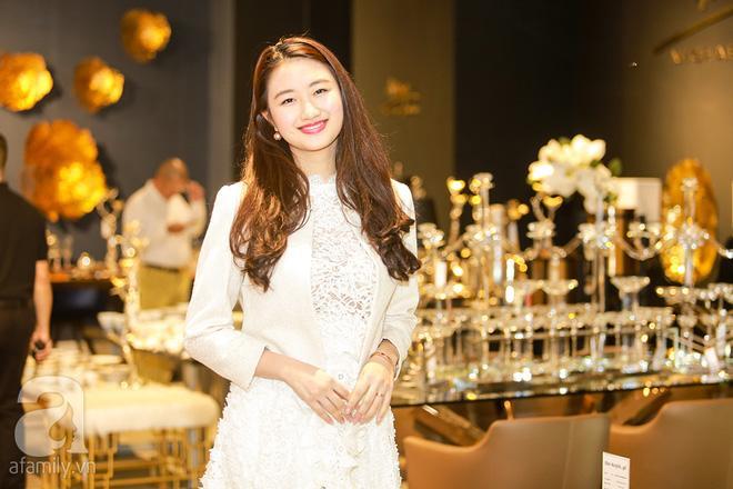Hoa hậu Thu Ngân bất ngờ khoe con trai 2 tháng tuổi với chồng đại gia-1