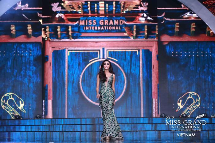Người đẹp Thái Lan vấp té ngay trên sân khấu Miss Grand International 2017-2