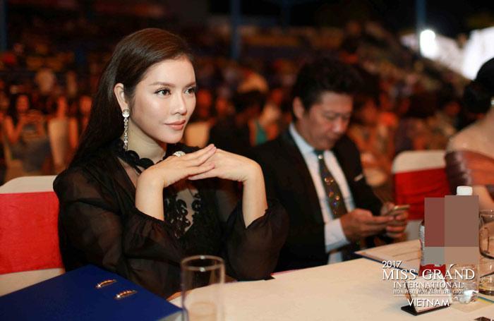 Người đẹp Thái Lan vấp té ngay trên sân khấu Miss Grand International 2017-3