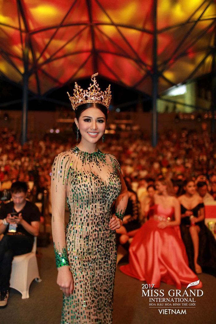 Người đẹp Thái Lan vấp té ngay trên sân khấu Miss Grand International 2017-5