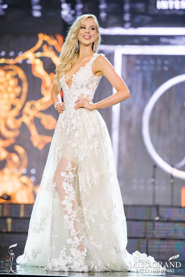 Top 10 bộ cánh dạ hội đẹp xuất sắc ở bán kết Miss Grand International 2017-4