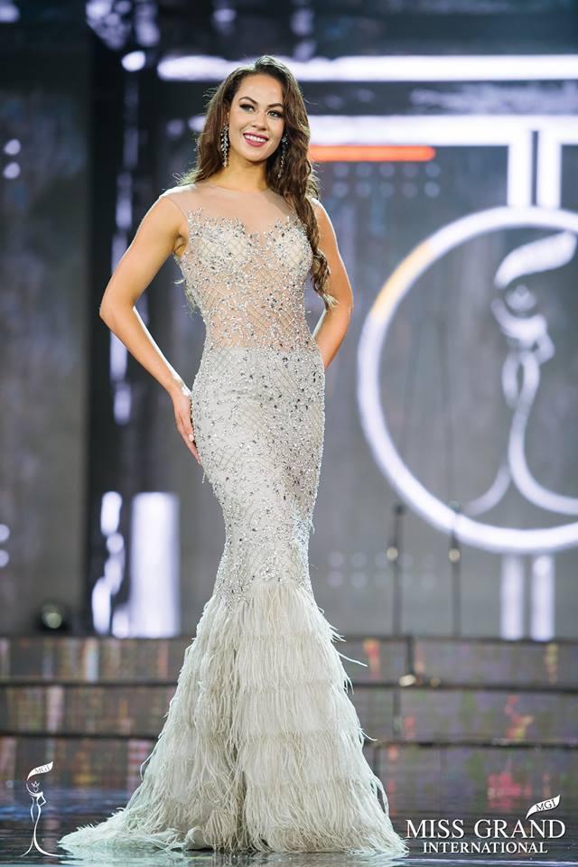 Top 10 bộ cánh dạ hội đẹp xuất sắc ở bán kết Miss Grand International 2017-8