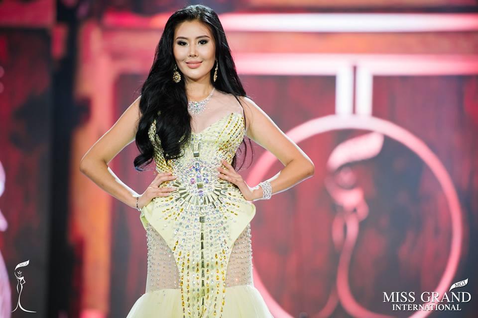 Những bộ đầm dạ hội xấu tệ tại bán kết Miss Grand International 2017-6