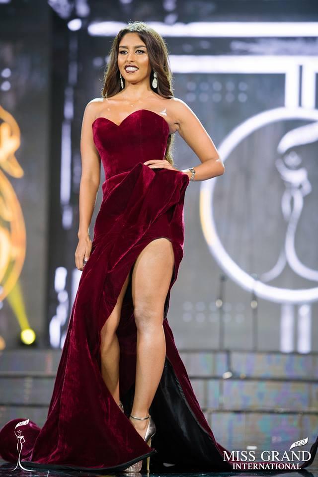 Những bộ đầm dạ hội xấu tệ tại bán kết Miss Grand International 2017-1