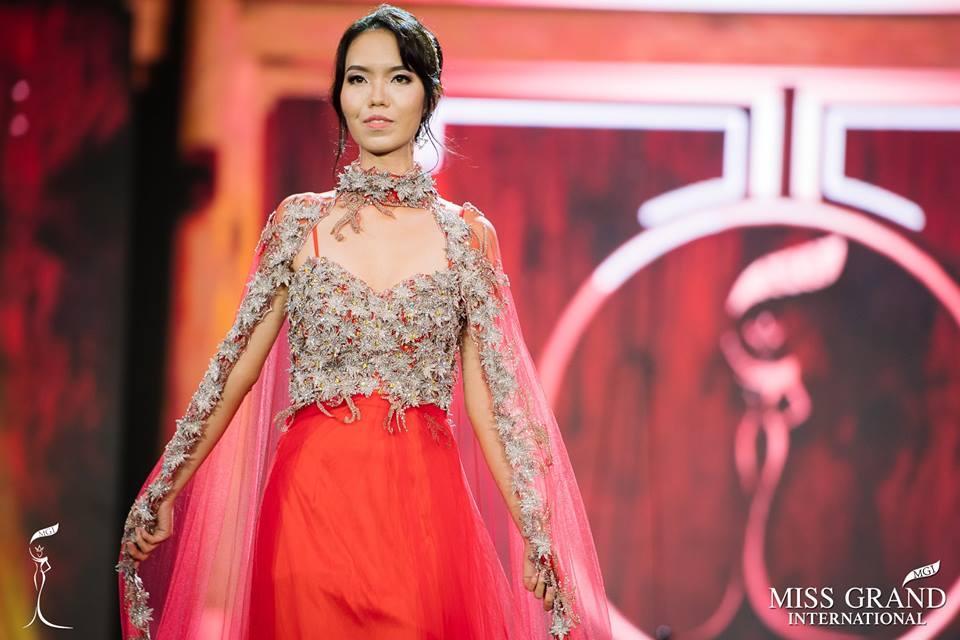Những bộ đầm dạ hội xấu tệ tại bán kết Miss Grand International 2017-4