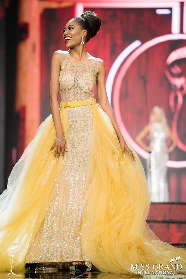 Những bộ đầm dạ hội xấu tệ tại bán kết Miss Grand International 2017-8
