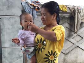 Trở lại ngôi nhà dột nát của người mẹ ngây ngô bị xâm hại dẫn đến sinh con