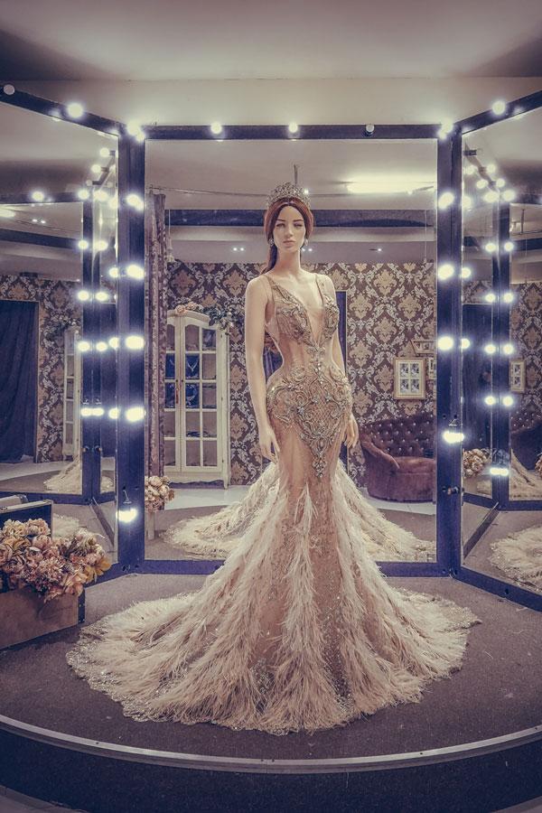 Cận cảnh chiếc váy gắn hàng chục nghìn viên pha lê của Huyền My-2