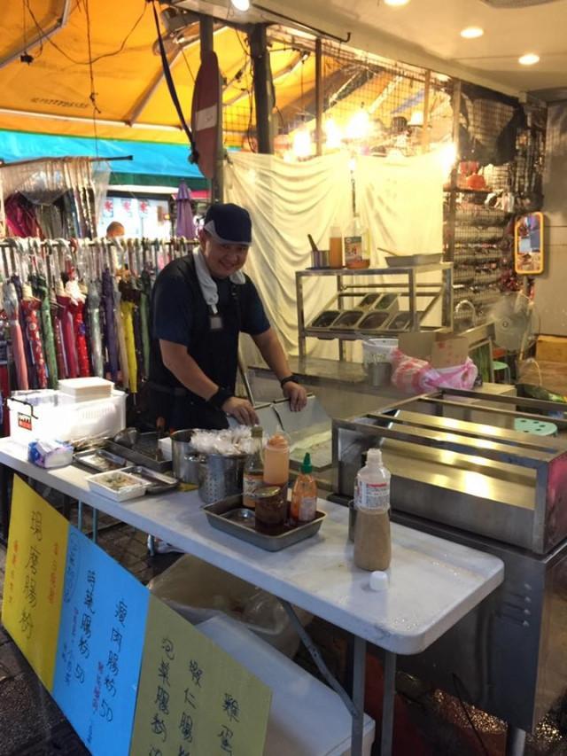 Anh trai Lâm Chí Dĩnh bị bắt gặp bán hàng ăn vỉa hè, không nhận em trai-4
