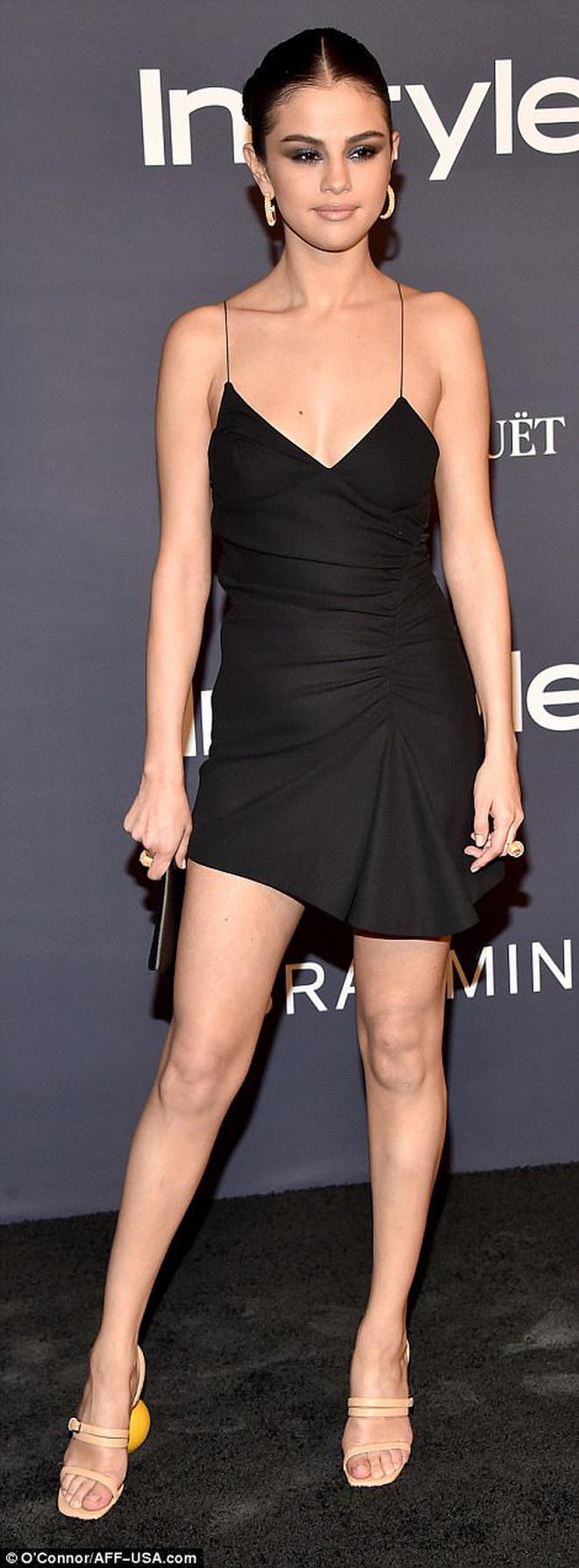 Selena Gomez chứng minh: Dù không cao nhưng eo thon dáng chuẩn thì vẫn gợi cảm hút hồn!-3
