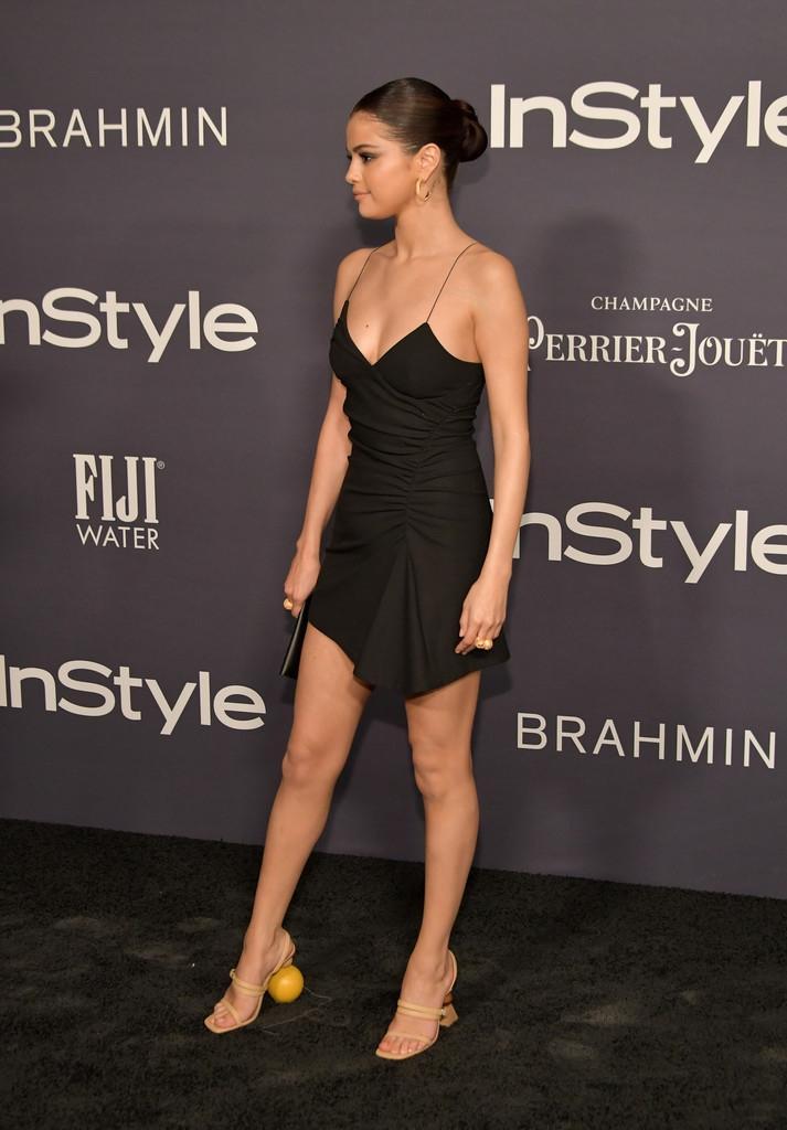 Selena Gomez chứng minh: Dù không cao nhưng eo thon dáng chuẩn thì vẫn gợi cảm hút hồn!-6