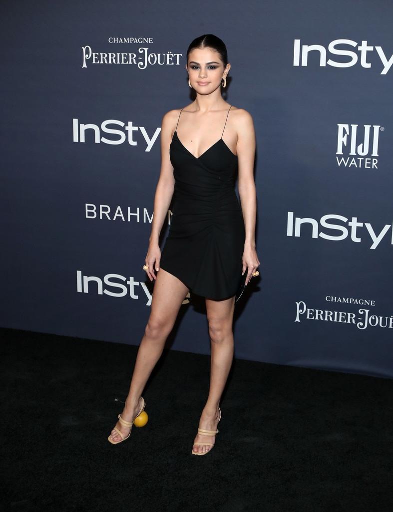 Selena Gomez chứng minh: Dù không cao nhưng eo thon dáng chuẩn thì vẫn gợi cảm hút hồn!-9