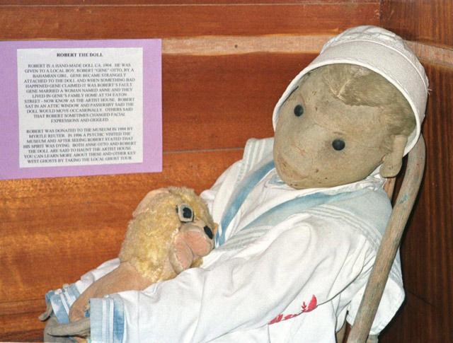 Câu chuyện lạnh gáy xung quanh con búp bê bị ma ám nổi tiếng nhất thế giới-4