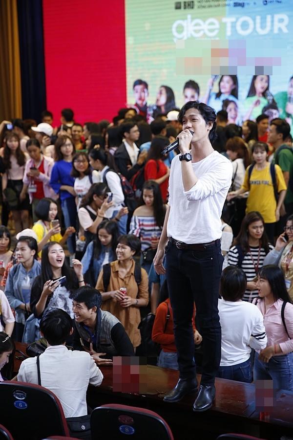 Clip hot: Hiền Sến tỏ tình lãng mạn với Lý Phương Châu giữa chốn đông người-3