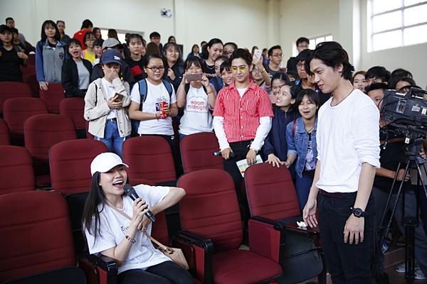 Clip hot: Hiền Sến tỏ tình lãng mạn với Lý Phương Châu giữa chốn đông người-6