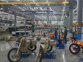 'Đột nhập' nơi chế tạo xe điện cho biệt kích của nhà sản xuất AK-47