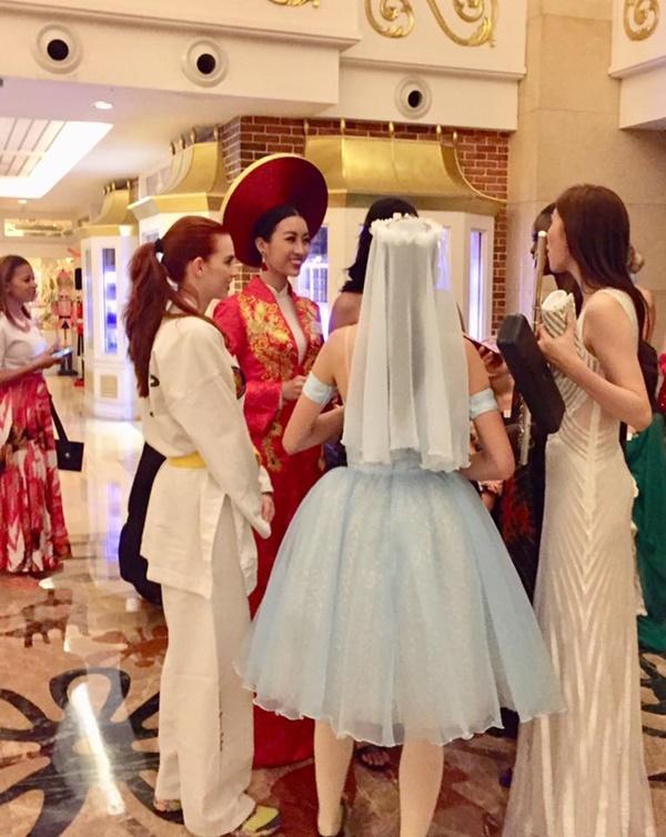 Thưởng thức tài nghệ chơi đàn bầu của hoa hậu Đỗ Mỹ Linh-5