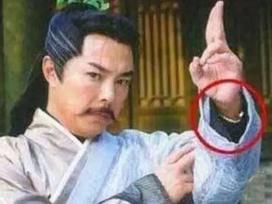 Cười ra nước mắt với những lỗi ngớ ngẩn trong phim Hoa ngữ
