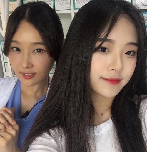 Bà mẹ U50 trẻ đẹp đi cùng con gái khiến người ngoài lầm tưởng hai chị em-1
