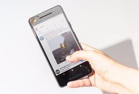 Chưa kịp tiêu diệt iPhone, bom tấn Pixel 2 XL đã khiến Google xấu hổ
