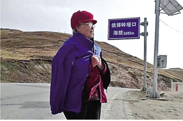 Bà cụ 89 tuổi trở thành hiện tượng mạng khi đăng ảnh đi phượt cùng con trai-2