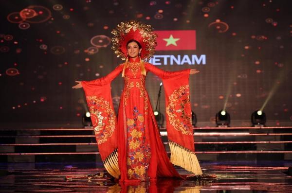 Nhìn lại hành trình tỏa sáng của Huyền My ở Miss Grand International 2017-3