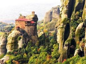 9 ngôi làng cheo leo bên vách đá ngoạn mục đáng để 'trốn đời'